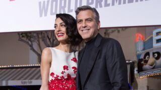 Ave César : George et Amal Clooney, couple glamour et amoureux sur le tapis rouge (PHOTOS)