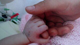 Une mère donne naissance à... un énorme bébé de plus de 6 kilos ! (VIDEO)