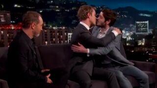 Ennemis jurés dans Game of Thrones, Alfie Allen (Theon) et Iwan Rheon (Ramsay) s'embrassent !