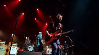 L'émouvant retour sur scène à Paris  des Eagles of Death Metal (VIDEOS)