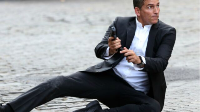 Person of Interest : Jim Caviezel dégaine dans les rues de New York (PHOTOS)