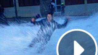 BFM TV : une journaliste renversée par une vague en plein duplex (VIDEO)