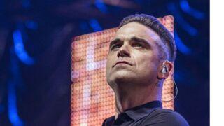 Robbie Williams : écœuré par ses fans, il se désinfecte les mains après les avoir touché (VIDEO)