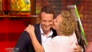 Exclu. Hypnose, le grand jeu (W9) : quand une candidate ne peut s'empêcher d'embrasser Stéphane Rotenberg (VIDEO)
