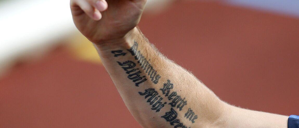 Que Signifie Le Tatouage Latin Sur Le Bras D Olivier Giroud
