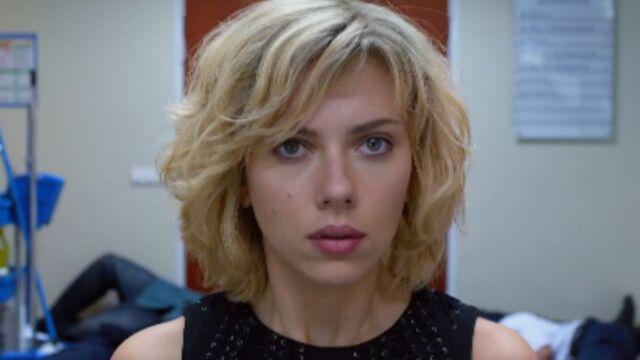 Scarlett Johansson sensuelle et troublante dans le nouveau film de Luc Besson (VIDEO)
