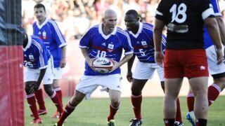 Insolite : Zinedine Zidane et l'équipe de France 98 s'essaient au rugby (et c'est pas si mal)
