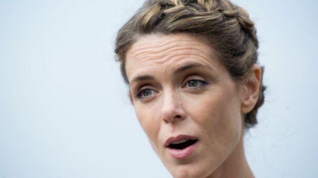 Dropped : Julie Andrieu salue la mémoire de ses collègues tués dans le crash