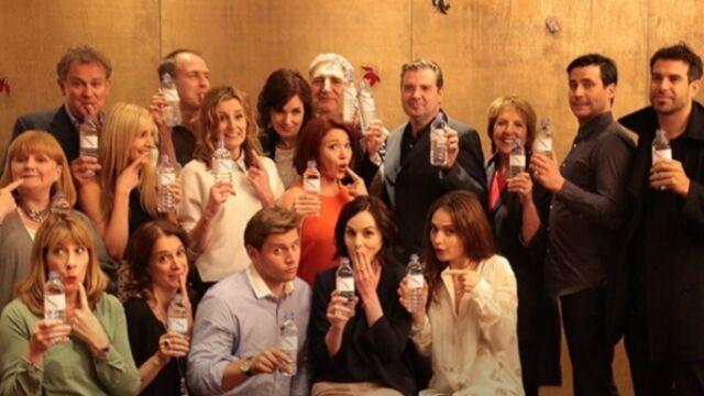 Le casting de Downton Abbey réagit avec humour au scandale de la bouteille d'eau