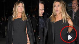 Oups ! Jennifer Aniston oublie d'enlever l'étiquette de son manteau… Découvrez son prix ! (PHOTOS)