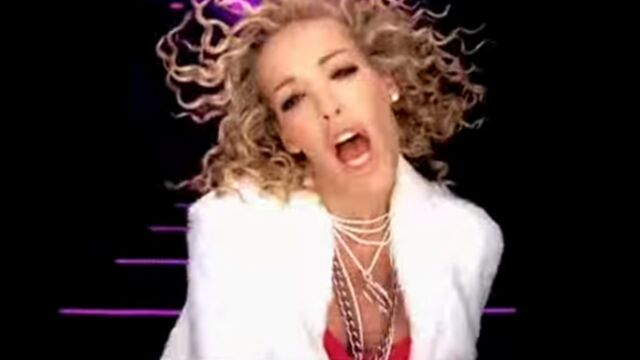Ophélie Winter a honte de certaines de ses chansons (VIDEOS)