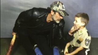 The Walking Dead : Jeffrey Dean Morgan (Negan) recrée sa scène choc... avec des enfants