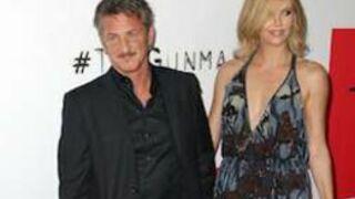 Sean Penn arrête de fumer pour Charlize Theron
