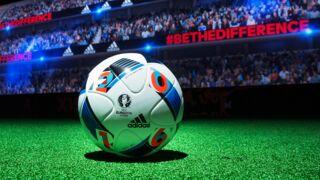 Football : Zinédine Zidane présente le ballon de l'Euro 2016