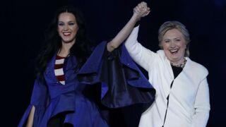 Katy Perry fait une ultime déclaration à Hillary Clinton après avoir reçu un prix des mains de la démocrate (PHOTO)