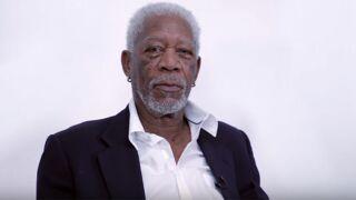 Morgan Freeman lit de façon dramatique une chanson de Justin Bieber