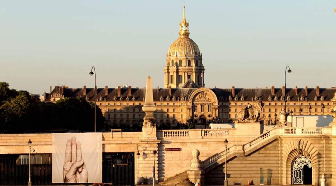 Le signe de ralliements s'expose à Paris (France)