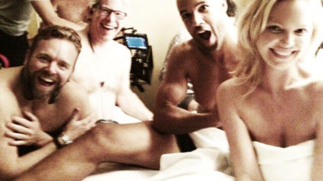 Katherine Heigl pose nue entourée d'hommes