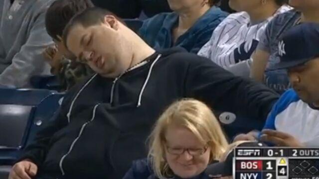 Humilié, un fan de base-ball attaque une chaîne de télé américaine (VIDEO)