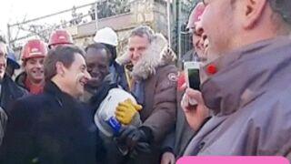 Des figurants pour accueillir Nicolas Sarkozy sur un chantier ?