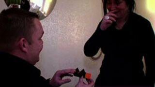 Une demande en mariage très gênante... Le Zapping des confessions (VIDEO)