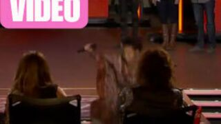 La violente chute d'une chanteuse dans American Idol (VIDEO)