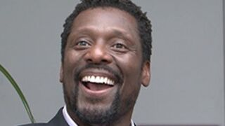 Chicago Fire (D8) : rencontre avec Eamonn Walker, alias le chef Boden (VIDEO)
