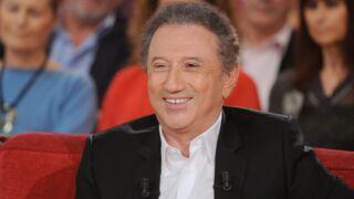 Michel Drucker se moque de l'âge de ses invités dans Vivement Dimanche !