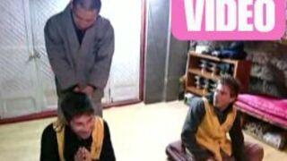 Fou rire chez les Bouddhistes dans Pékin Express (VIDEO)