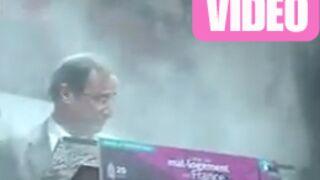 Buzz : François Hollande enfariné durant une conférence ! (VIDEO)