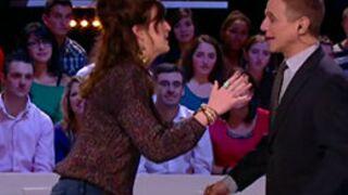 Daphné Bürki face à son idole Tony Danza (Madame est servie) dans Le Grand Journal