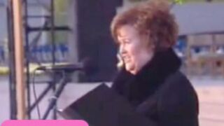 Regardez Susan Boyle chanter pour le Pape ! (VIDEO)