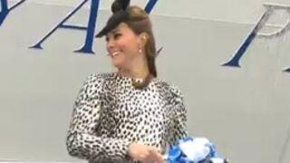 Bébé de Kate et William : La reine, les Anglais et les médias s'impatientent (VIDEO)