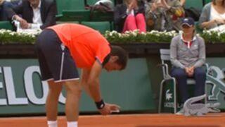 Insolite. Roland-Garros : un joueur sort son téléphone en plein match (VIDEO)