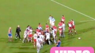 Rugby : Il se bat avec un adversaire, son papa vient le défendre ! (VIDEO)