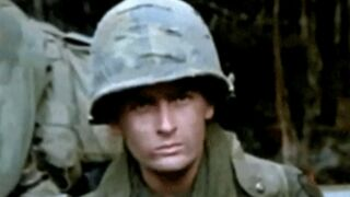 Charlie Sheen ridiculise Oliver Stone