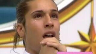 Secret Story 7 : Eddy aperçoit sa mère... et devient hystérique ! (VIDEO)