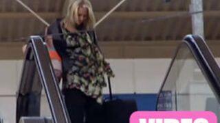 Une candidate de L'Amour est dans le pré prend l'escalator à l'envers ! (VIDEO)