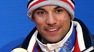Insolite : Un champion olympique transforme sa médaille en bagues de fiançailles !