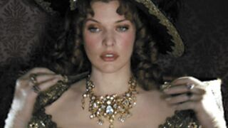 Milla Jovovich s'attaque aux Trois Mousquetaires ! (VIDEO)