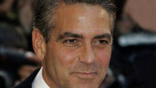 """George Clooney avoue avoir """"massacré"""" le rôle de Batman et défend Ben Affleck"""