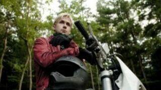 Ryan Gosling en blond peroxydé face à Eva Mendes (VIDEO)