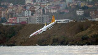 Impressionnant : un avion rate son atterrissage et termine au bord d'une falaise ! (VIDÉO)