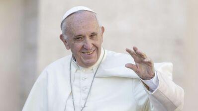 Quand le pape François marie un steward et une hôtesse à 10 000 mètres d'altitude (PHOTOS)
