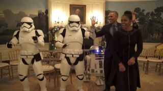 R2-D2 a rendu visite au couple Obama pour le Star Wars Day ! (VIDEO)