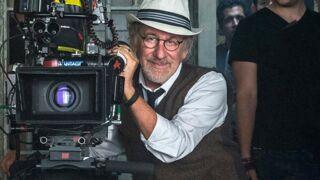 """Barack Obama décore Steven Spielberg pour son """"imagination sans limites"""""""