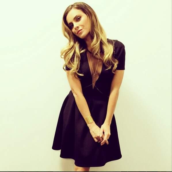Elle a opté pour cette robe noire pour TPMP. Sexy et classe !