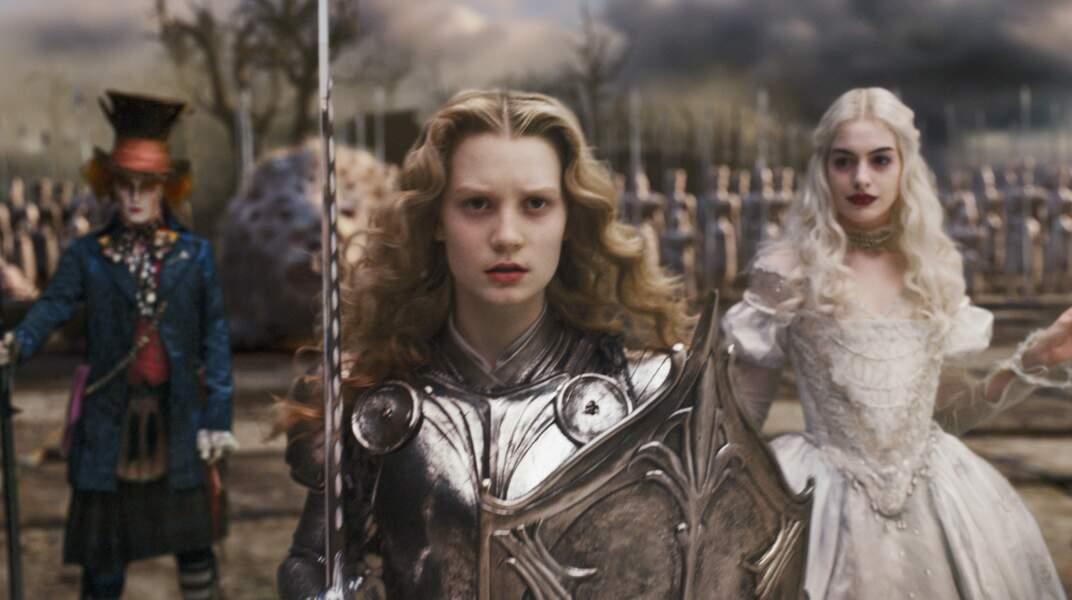 Comparé au dessin animé, Alice est bien plus aguerrie dans les films. Une vraie combattante