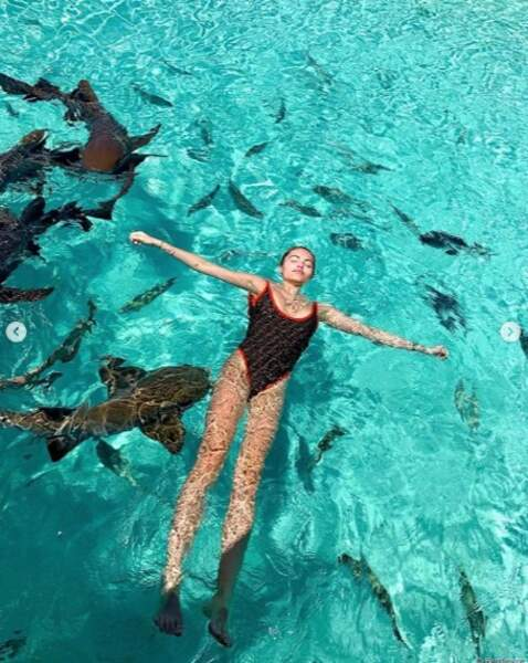 Et Thylane Blondeau a nagé avec les requins aux Bahamas.