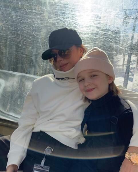 Et on commence par un petit tour à la montagne avec Victoria Beckham et sa fille Harper.